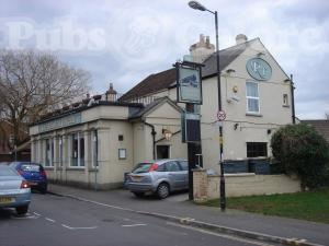 The railway tavern fishponds